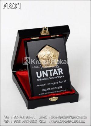 Plakat Kayu UNTAR