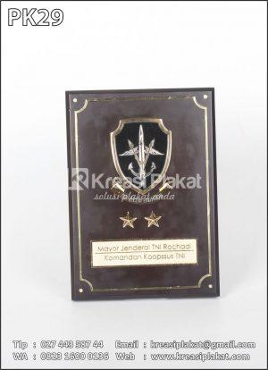 Plakat Kayu Komandan Kopasus TNI