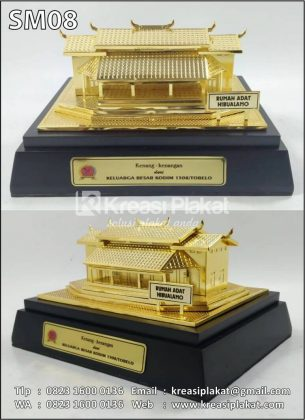 Miniatur Rumah Adat Hibualamo