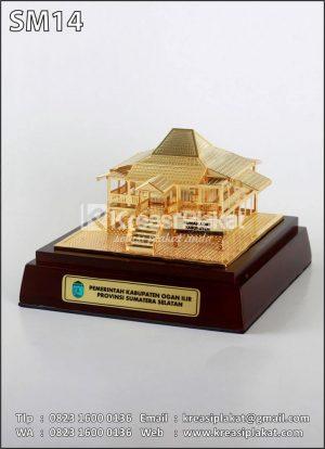 Miniatur Rumah Adat Sumatera Selatan