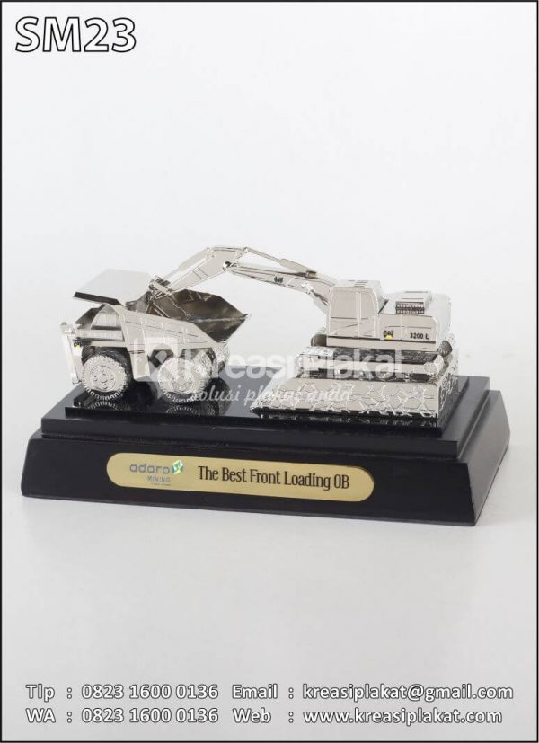 Miniatur Alat Berat Truk dan Excavator