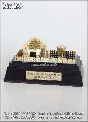 Miniatur Rumah Adat Hanoi Papua