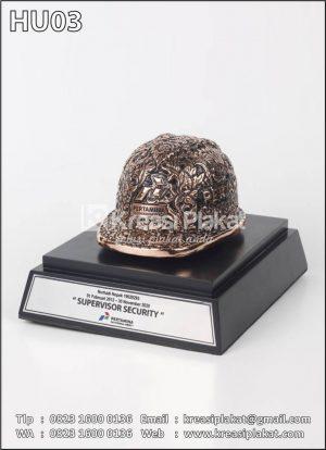 Souvenir Helm Ukir Tem...