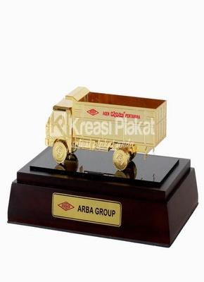 Souvenir Miniatur Truk sebagai Souvenir Perusahaan