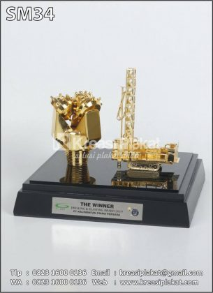Souvenir Miniatur Drilling and Blasting