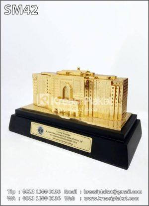 Souvenir Miniatur Gedung Universitas Ahmad Dahlan
