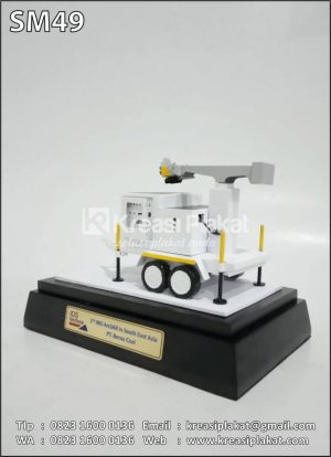 Souvenir Miniatur Mesin PT Berau Coal