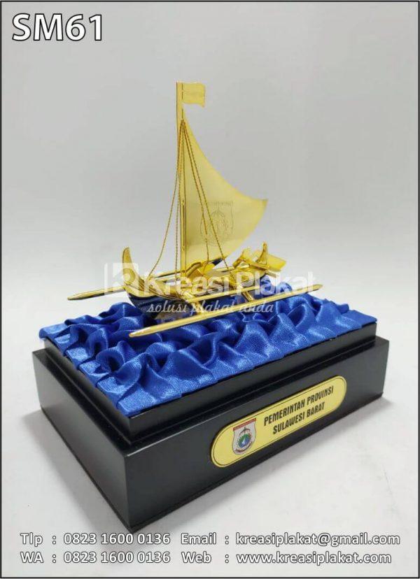 Souvenir Miniatur Kapal Layar Pemprov Sulawesi Barat