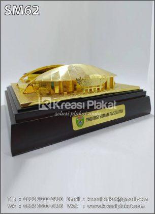 Souvenir Miniatur Stadion Jakabaring Palembang