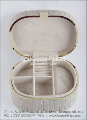 Kotak Beludru