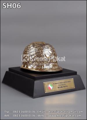 Souvenir Helm Ukir Migas Hulu Jabar