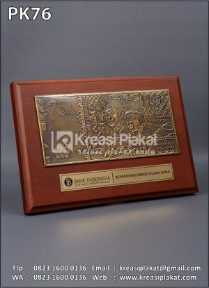 Plakat Kayu Bank I...